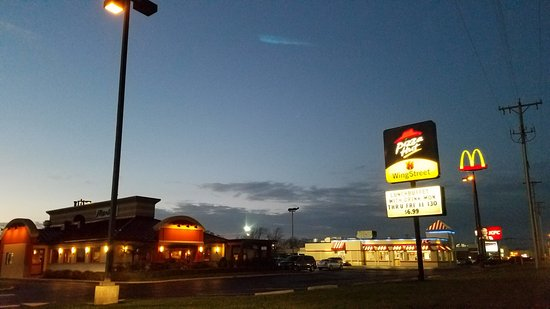Sidney, OH: the pizza hut