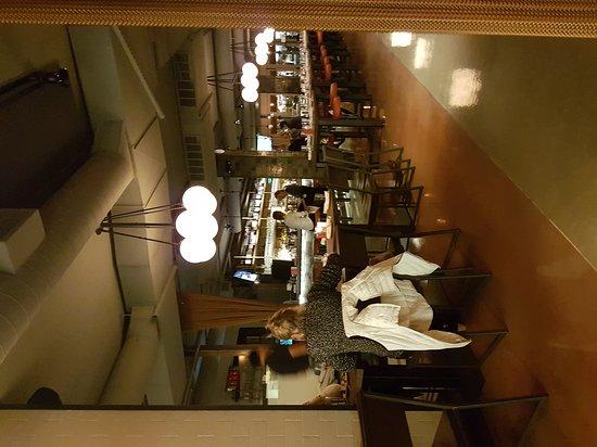 นิวคานาน, คอนเน็กติกัต: View through the restaurant