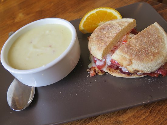 Grafton, แคนาดา: Chowder and sandwich