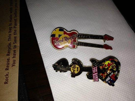 Hard Rock Cafe Bangkok : pins I traded to get.