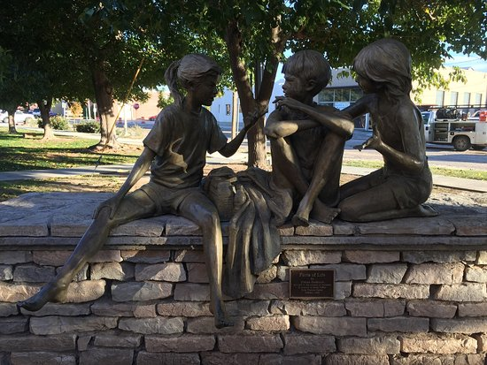 Carlsbad, NM: Sculptures outside the museum.