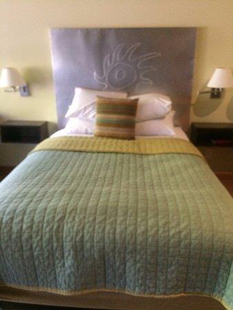 Desert Pearl Inn: Queen bed