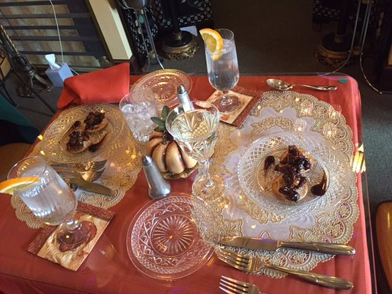 Torrington, CT: Thanksgiving dinner. Goat cheese and fig appetizer.