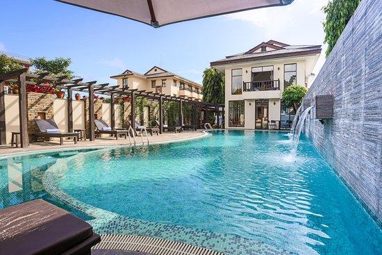 Atithi Resort & Spa: Pool