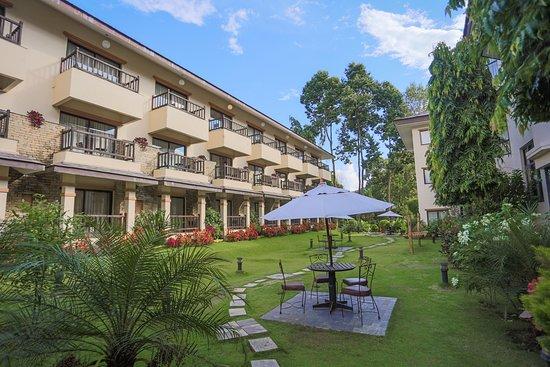 Atithi Resort & Spa: Garden
