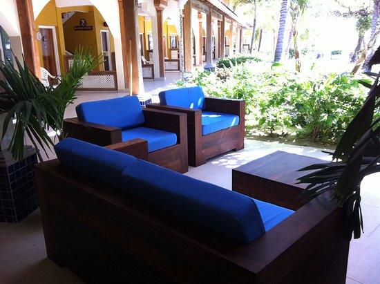 SunBreeze Hotel : Comfy Seating Area