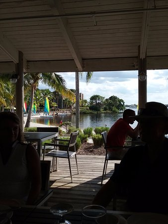 Port Saint Lucie, FL: Lunch area over looking River St Lucie