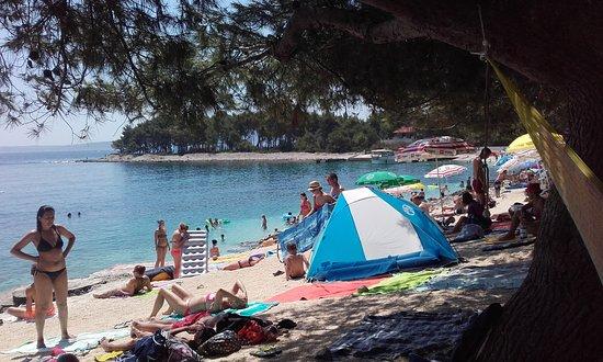 Okrug Gornji, Croatia: Najboljsi kamp z cudovito urejeno plazo, pogledom na otocke. Primerna tudi za manjse otroke. Pri