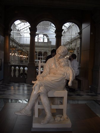 Kelvingrove Art Gallery and Museum: another sculpture