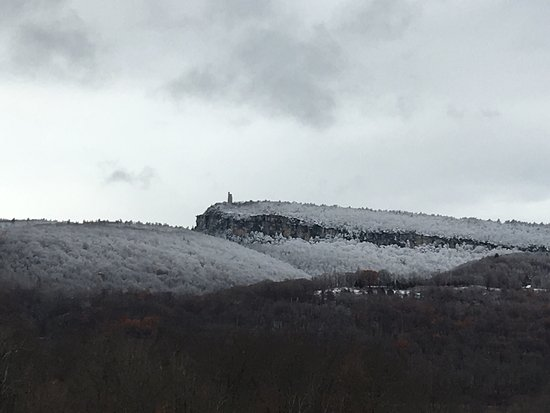 Wallkill, Νέα Υόρκη: Nov 2016.  Beautiful.  Also first snow of the season. My favorite