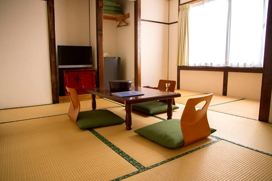 Ryokan Seifuso: 和室8畳 共同バストイレ  /  A Japanese Style Large Twin Room with shared bath & toilet