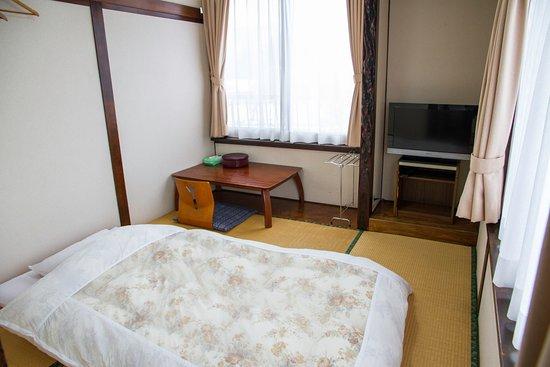 Ryokan Seifuso: 和室4.5畳 共同バストイレ  /  A Japanese Style Single Room with shared bath & toilet