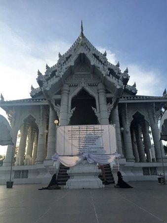 Pak Nam, Ταϊλάνδη: Frontansicht des Tempels