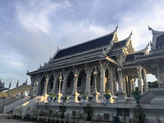 Pak Nam, Ταϊλάνδη: Seitenansicht des Tempels