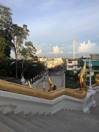 Pak Nam, Ταϊλάνδη: Blick über die Stadt vom Tempelgelände aus
