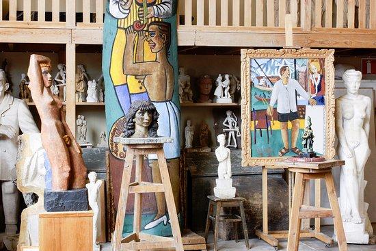 อุปซอลา, สวีเดน: Färgstarka målningar och skulpturer