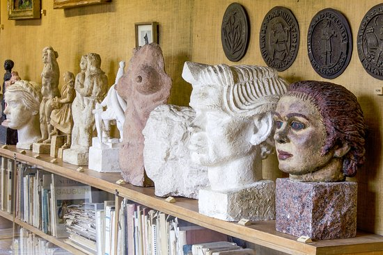 อุปซอลา, สวีเดน: Skulpturer av Bror Hjorth i gallerigången