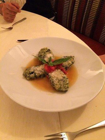 Restaurant Romantika: Spinatklöße mit brauner Butter: ein Gedicht!