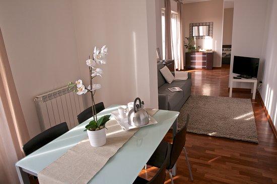 Soggiorno con angolo cottura divano letto ed angolo tv for Soggiorno angolo cottura