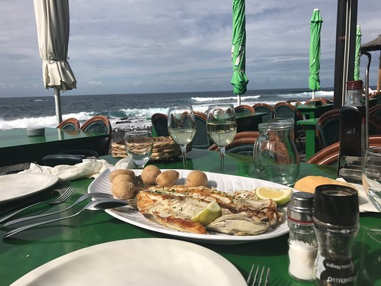EL Golfo, España: Lovely lunch and beautiful setting