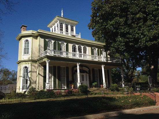 Jefferson, TX: House of the Seasons