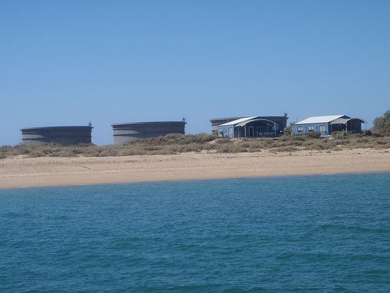Thevenard Island, Australien: The tanks which are not part of the public area