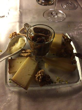 Restaurant Schiff: Nachspeise (Früchtebrot mit Käse) --> Phantastisch