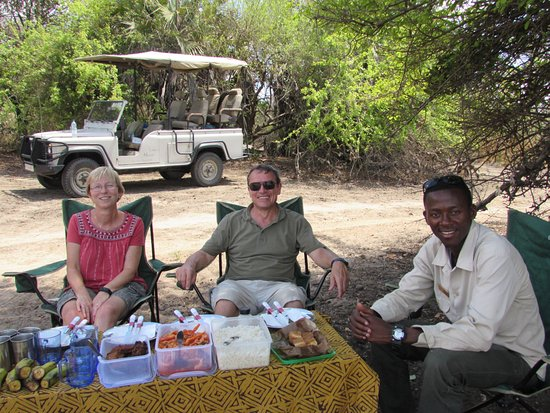 Selous Game Reserve, Tanzania: Lunch - Me, Pete and Elie