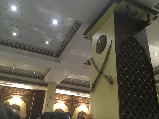 Gordhan Thal: Restaurant inside