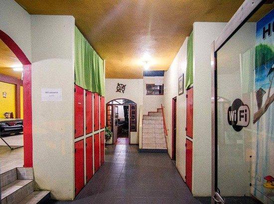 Hostel Park Iguazu: Pasillo de entrada