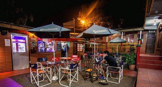 Hostel Park Iguazu: Patio de enfrente