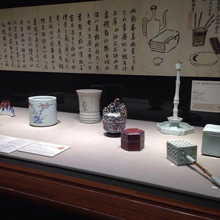 Museum of Oriental Ceramics : 水滴の名品です。 特別展示と常設展示があり、どちらも東洋陶磁器に興味がある人には、重要文化財級の作品もあり、垂涎もの。
