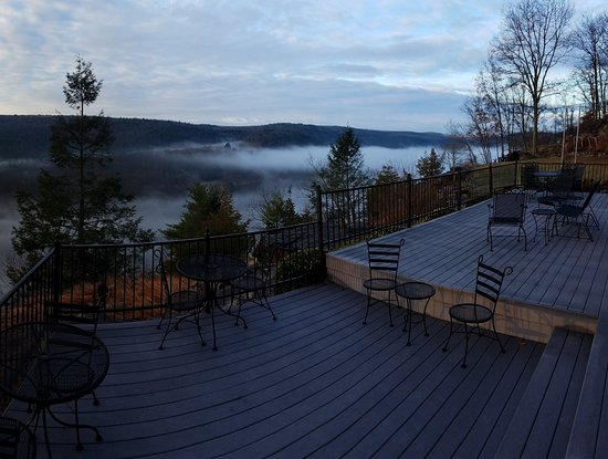 Barryville, NY: Beautiful Deck to enjoy the great view from