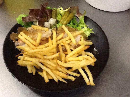 Cassel, France : Potj'vleesch frites salade tout fait maison!