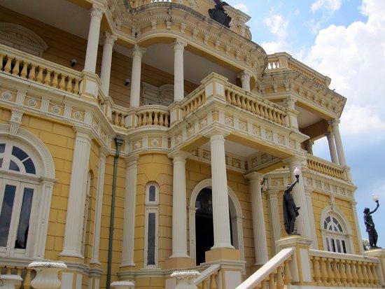 Palacio Rio Negro: Front of the building