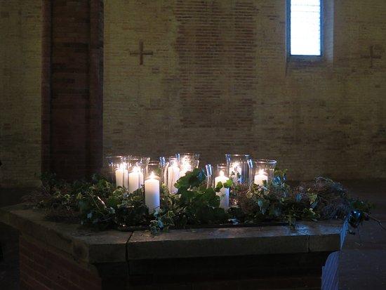 Palaia, Italië: erano le 16,00 e fuori pioveva ma dentro c'era una luce splendida