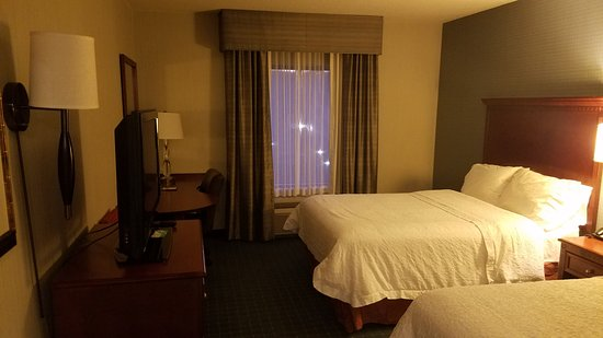 Hampton Inn & Suites Hartford/Farmington: Room