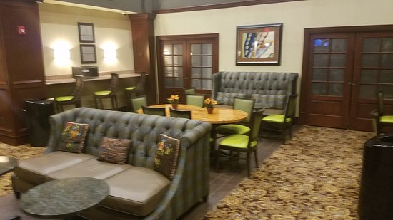 Hampton Inn & Suites Hartford/Farmington: Lobby, Dining
