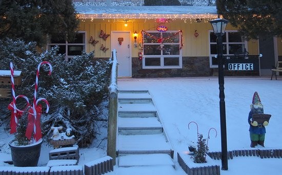 Newcastle, WY: Winter Welcome at the Pines Motel Office