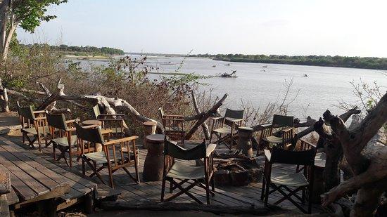 Selous Game Reserve, Tanzania: Uitzicht vanuit de bar, een heerlijke plek met 's avonds een kampvuur!