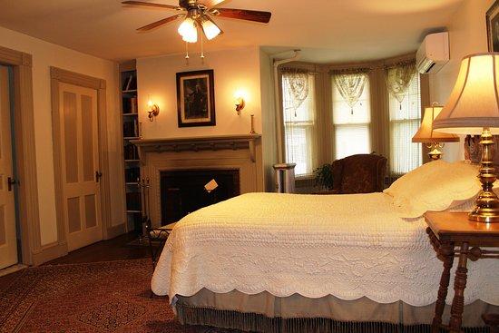 Great Barrington, MA: Federal room