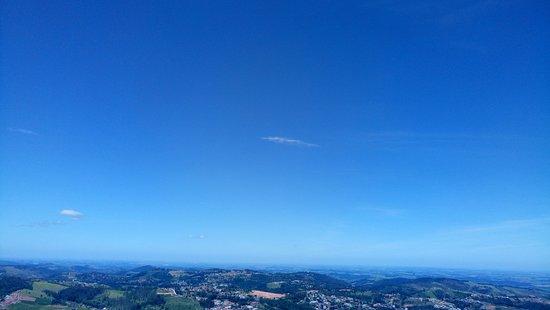 Serra Negra, SP: Céu claro... O dia estava lindo!!!