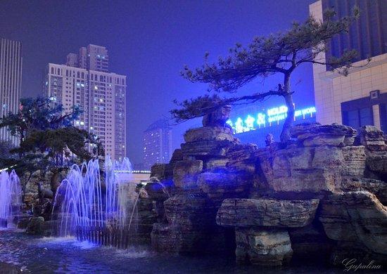 Shijiazhuang, China: Jinzheng Haiyue Tiandi Mall.