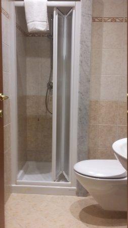 Camera matrimoniale + bagno privato - Foto di Soggiorno Laura ...
