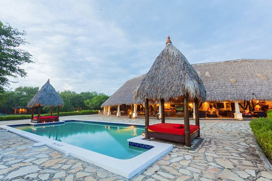 Tola, Nicaragua: The pool and restaurant are located in front of the beach. Let's enjoy!