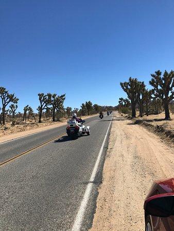 Twentynine Palms, Kaliforniya: estrada em ótima condição