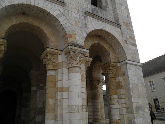Saint-Benoit-sur-Loire, Francia: de très belles sculptures !!