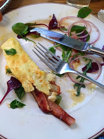 Cafe Saturnus : I had an omelette and bacon, came with a fresh side salad.
