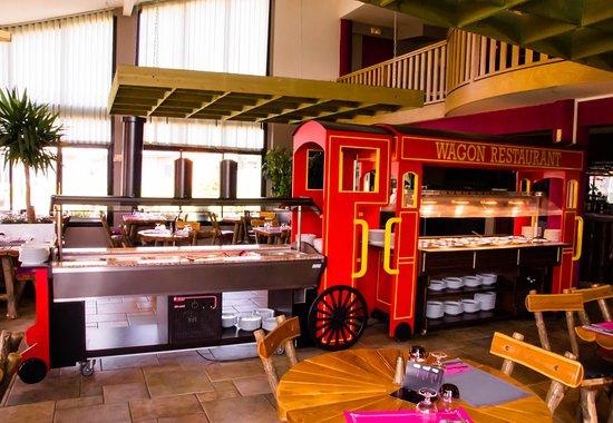 Albaret-Sainte-Marie, France : les buffets