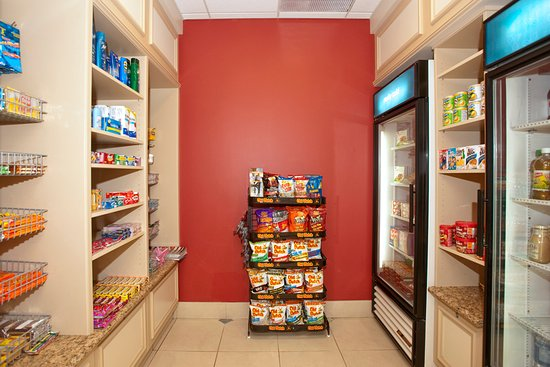 Hilton Garden Inn Saskatoon Downtown: 24-Hour Pantry offers snacks, drinks, gifts and amenities for sale.